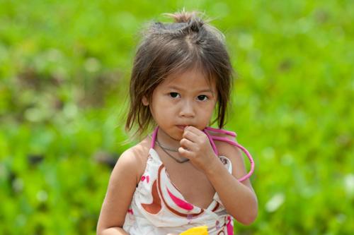 bambina-in-Cambogia